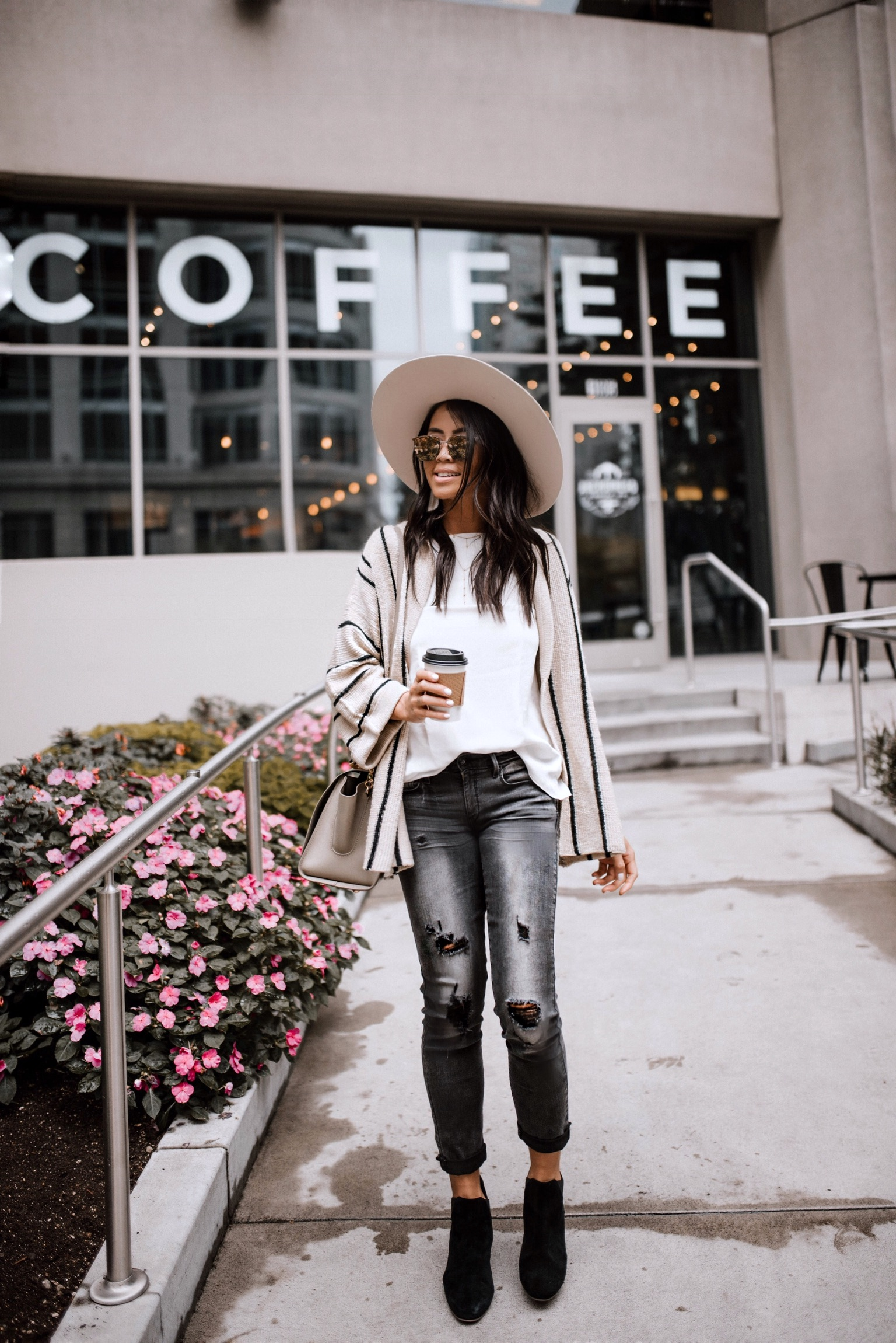 Daytime look in DENIZEN jeans